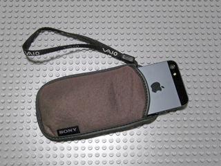 ソニー製品についてくる袋にiPhone 5がぴったり