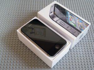 iPhone 4Sの箱を開けたところ
