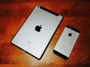 スペースグレイのiPad mini RetinaとiPhone 5s