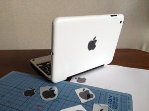 お手製のアップルマークを貼った