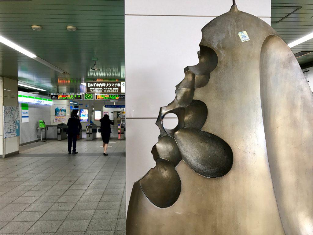 仲町台駅前のオブジェ