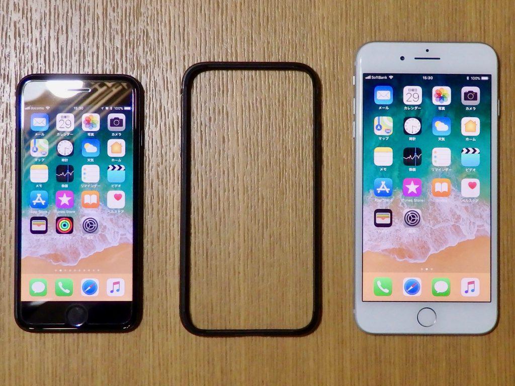 iPhone 7と借りているiPhone 8 Plusの間に置いてみた。iPhone Xのサイズ感がようやく分かってきた