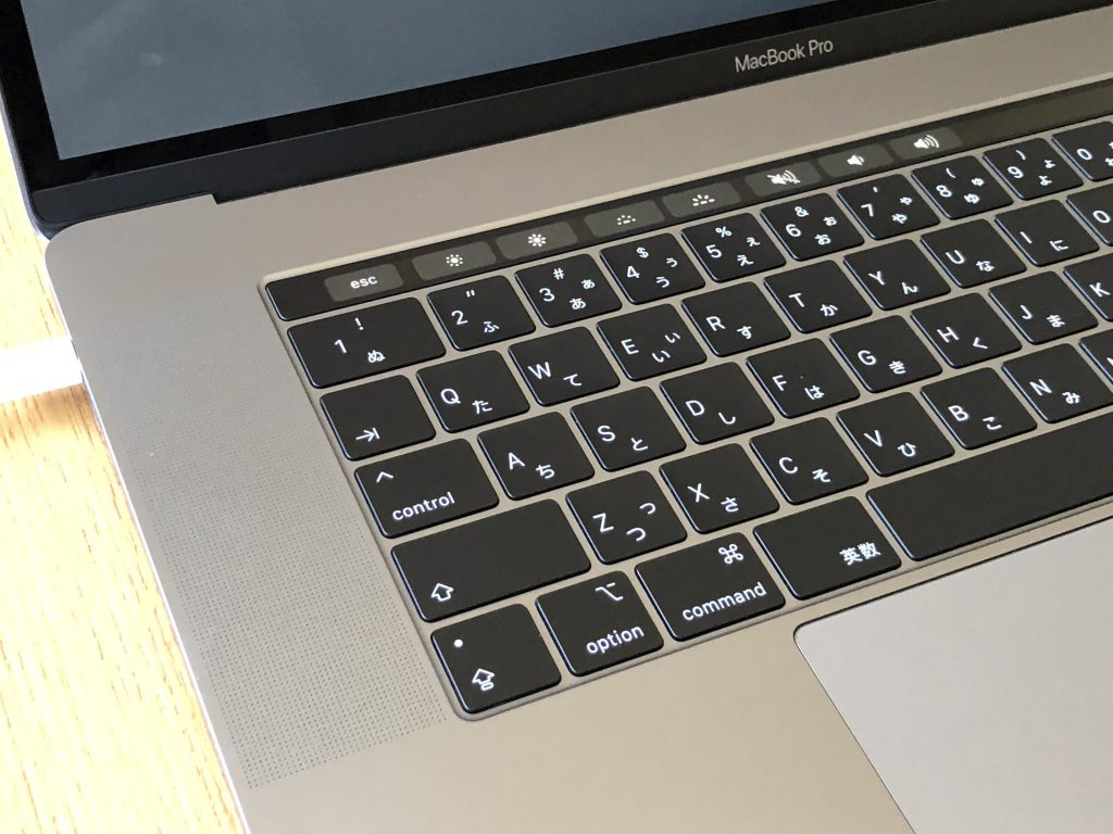 MacBook Pro (15-inch, 2018)、2.9 GHz Intel Core i9、32 GB 2400 MHz DDR4、Intel UHD Graphics 630 1536 MB