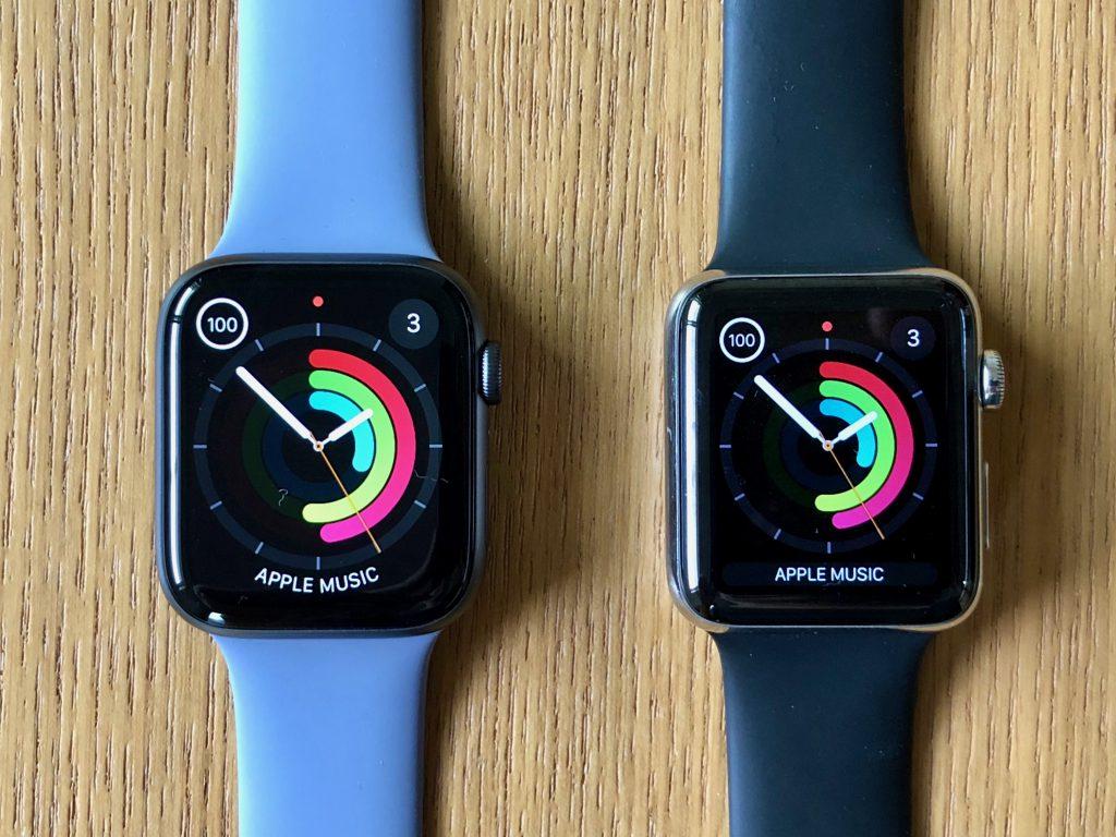 Apple Watch Series 4(左)は、Series 2/3(右)よりもケース自体が一回り大きい。角の丸みが大きく柔らかい印象を受ける