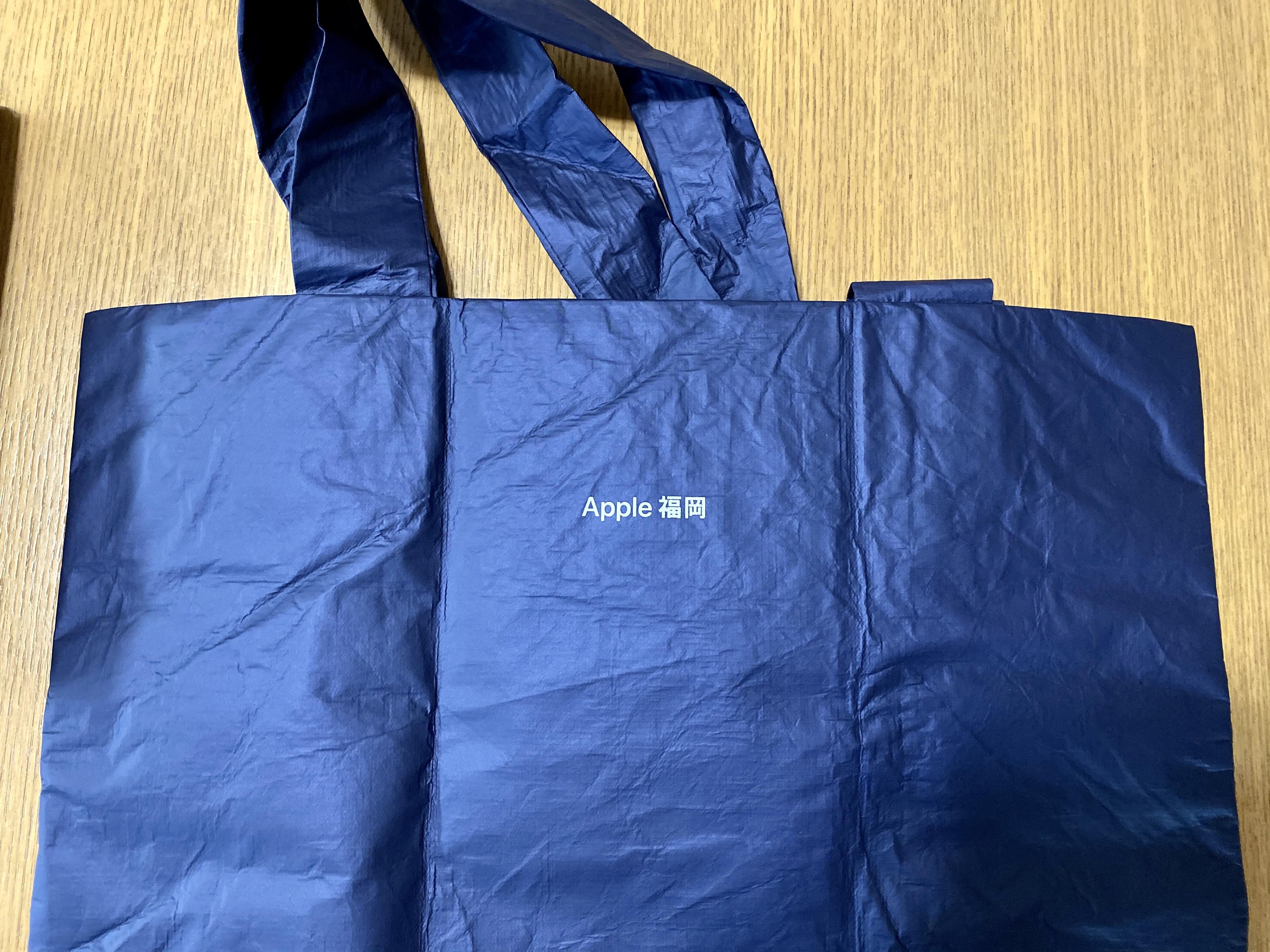 トートバッグの裏側には「Apple福岡」と表記されている